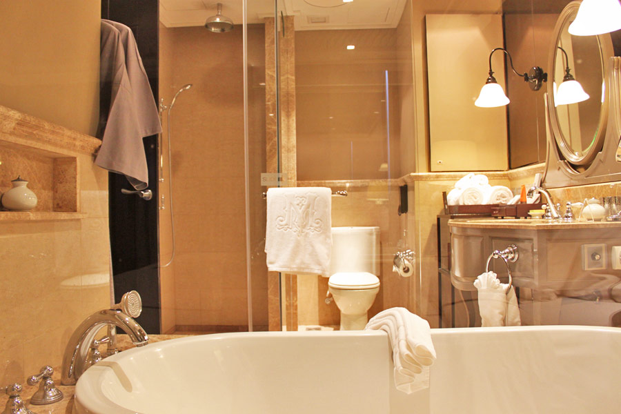 hotel-muse-m-gallery-langsuan-bangkok-luxurious-bathroom