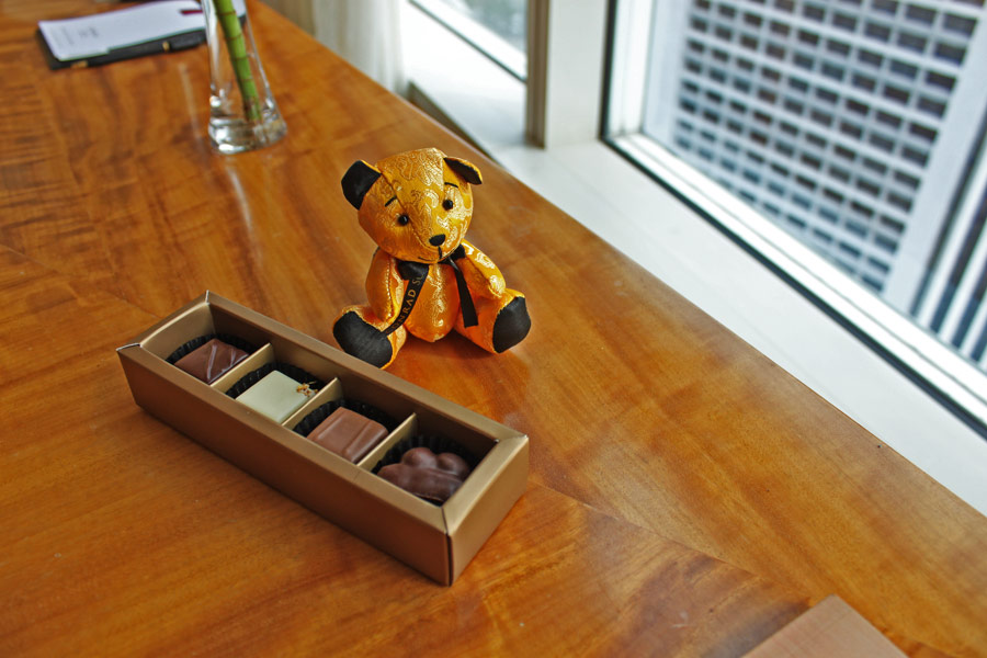 conrad-centennial-singapore-millenia-walk-hotels-in-central-singapore-20th-anniversary-bear-chocolates