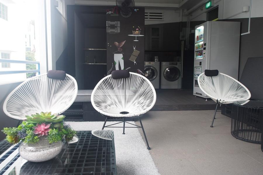 finding-hostel-singapore-coo-bistro-boutique-hostel-checks-boxes-pantry-corner