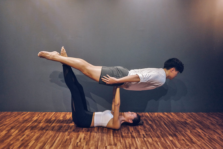 yoga-studio-yoga-instiinct-acro-yoga-couple