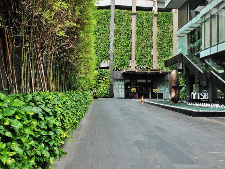 vie-hotel-bangkok-mgallery-by-sofitel-entrance-driveway