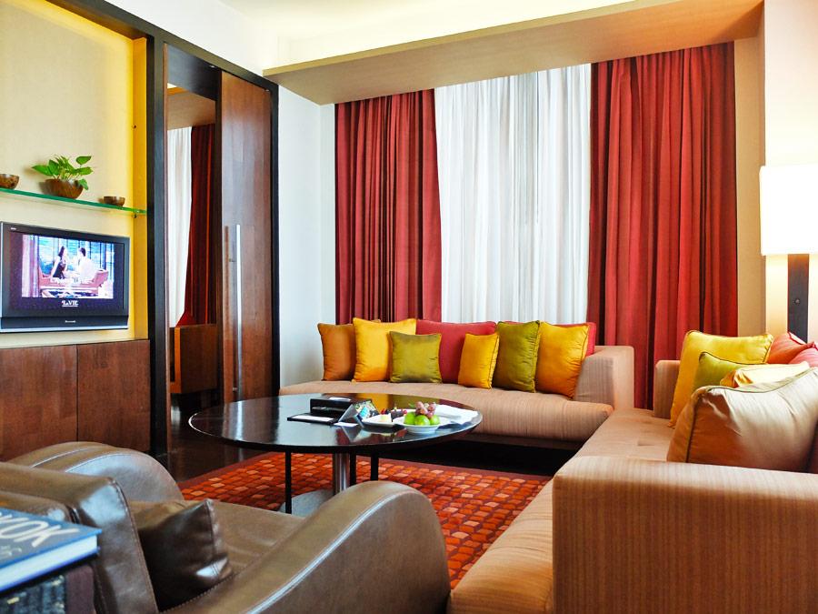 vie-hotel-bangkok-mgallery-by-sofitel-living-room-area