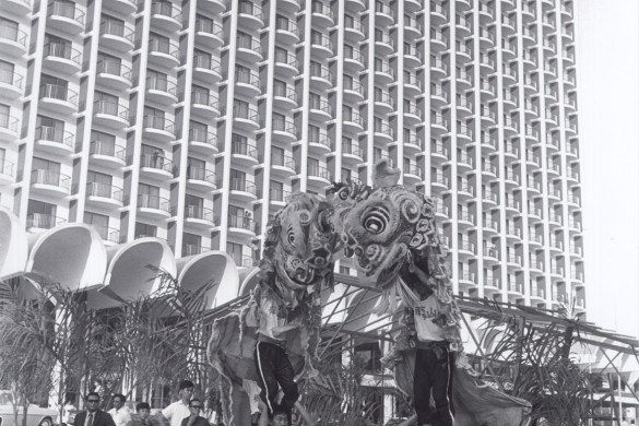 celebrate-45-glorious-years-with-shangri-la-hotel-singapore-lion-dance-1971