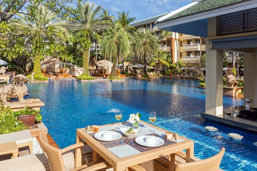 From The Superbly Hening Nightlife To Tranquil Moment On Beautiful Patong Beach Et Offers A Myriad Of Experience Holiday Inn Resort