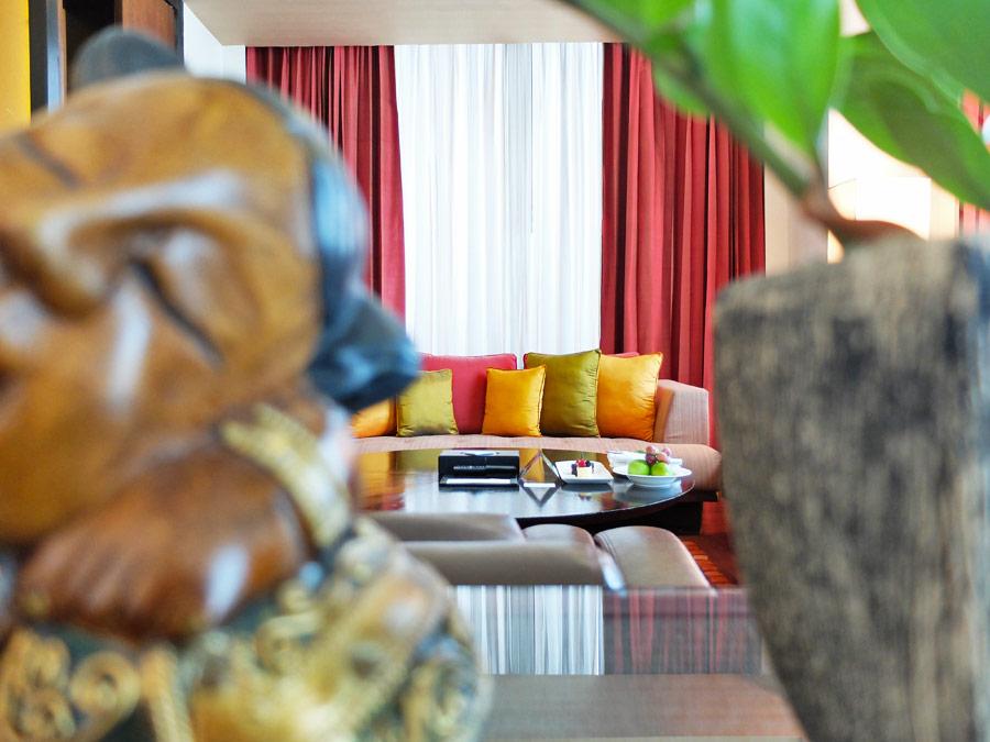 vie-hotel-bangkok-mgallery-by-sofitel-living-room-ornaments